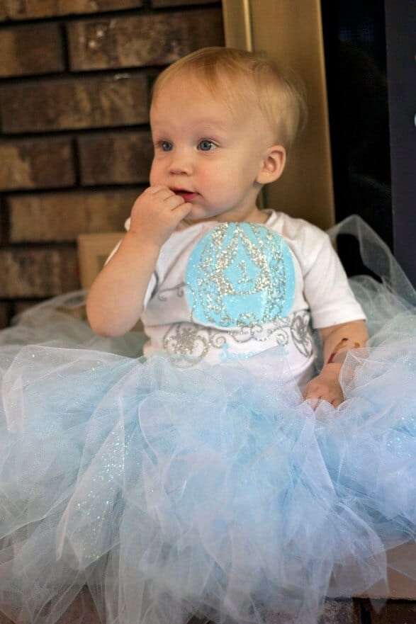 Pretty Princess Birthday Outfit + DIY First Birthday Shirt and Party Hat - plus 15 other birthday outfit ideas to make your little one unbelievably adorable on the Big Day!