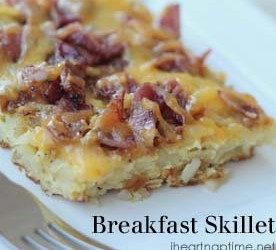 Super easy and YUMMY breakfast skillet on iheartnaptime.net #recipes #breakfastfoods