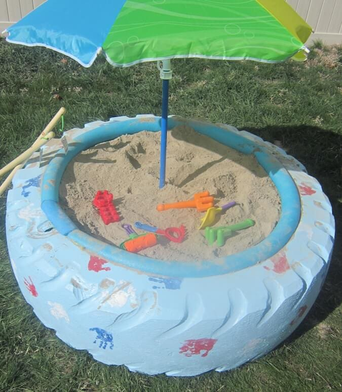DIY sandbox from an old tire! Such a cool idea! #DIY #tutorial