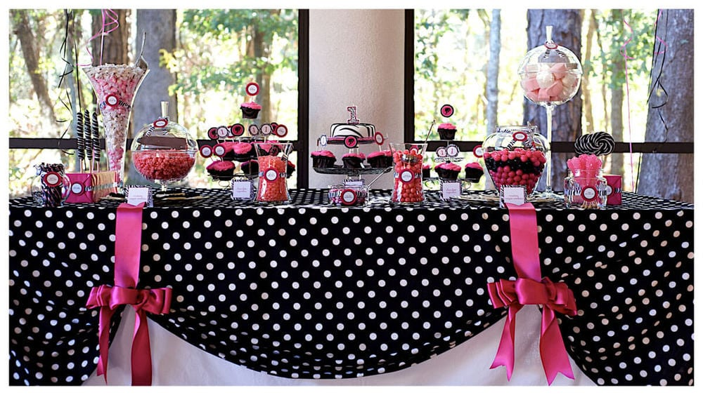 Birthday table decorations for girls - Modern