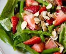Strawberry asparagus salad with sugared almonds on iheartnaptime.net