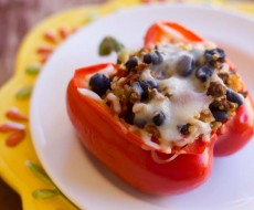 Stuffed Bell Pepper with #Quinoa on iheartnaptime.net . These make a #healthy and delicious meal! #recipes