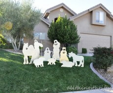 #DIY yard Christmas nativity set by All Things Thrifty on iheartnaptime.net