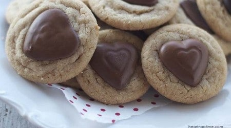 Reese's peanut butter cup cookies from iheartnaptime.com #recipes #cookies