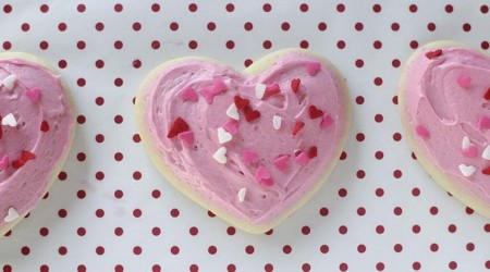 Super soft sugar cookies and the best tip for baking them on iheartnaptime.com #recipes #desserts
