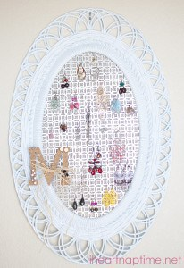 #DIY Jewelry Organizer on iheartnaptime.com
