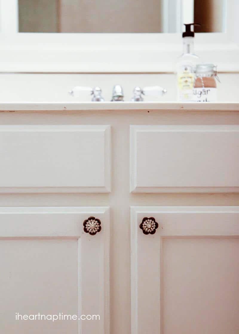DIY bathroom makeover from @iheartnaptime