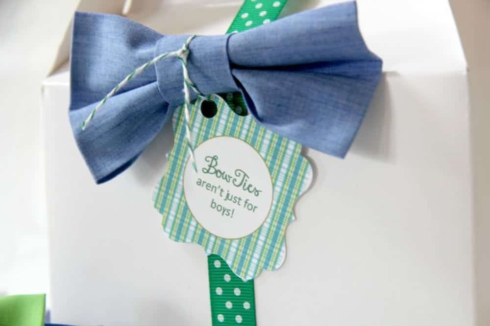 bow-tie-favor-on-gable-box-with-punch-closer-1024x682