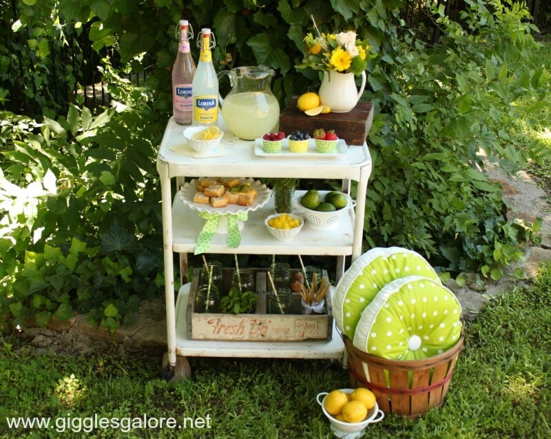 Lemonade-Bar-on-Cart