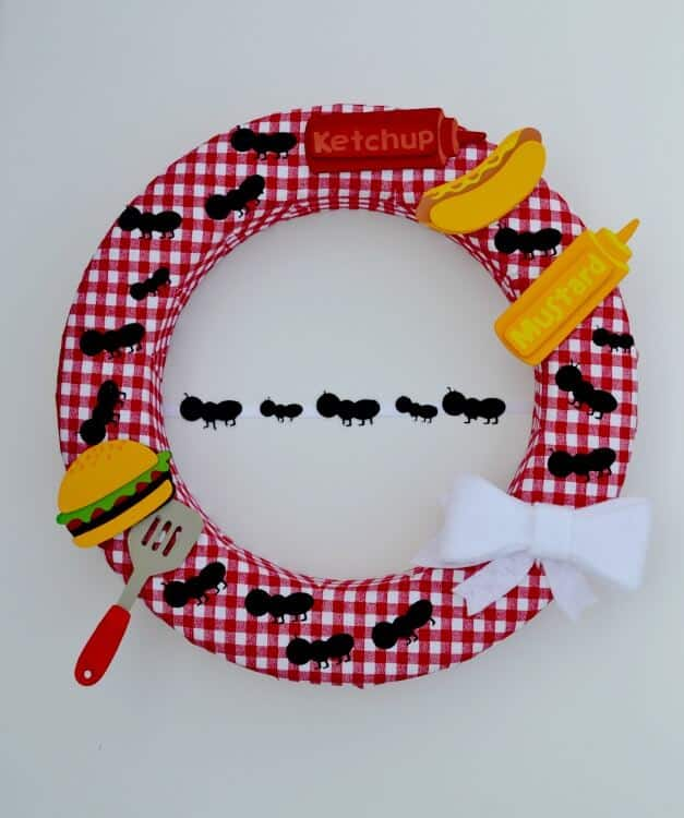 picnic-wreath-with-ants