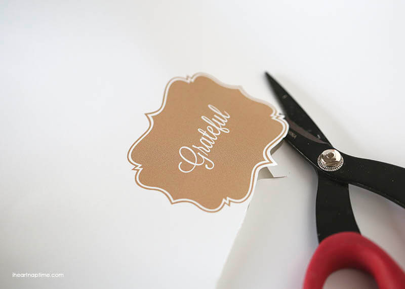Free printable 'grateful' tag on iheartnaptime.com ...tie it on a bag or glue it on a card! Such a cute and easy gift idea!