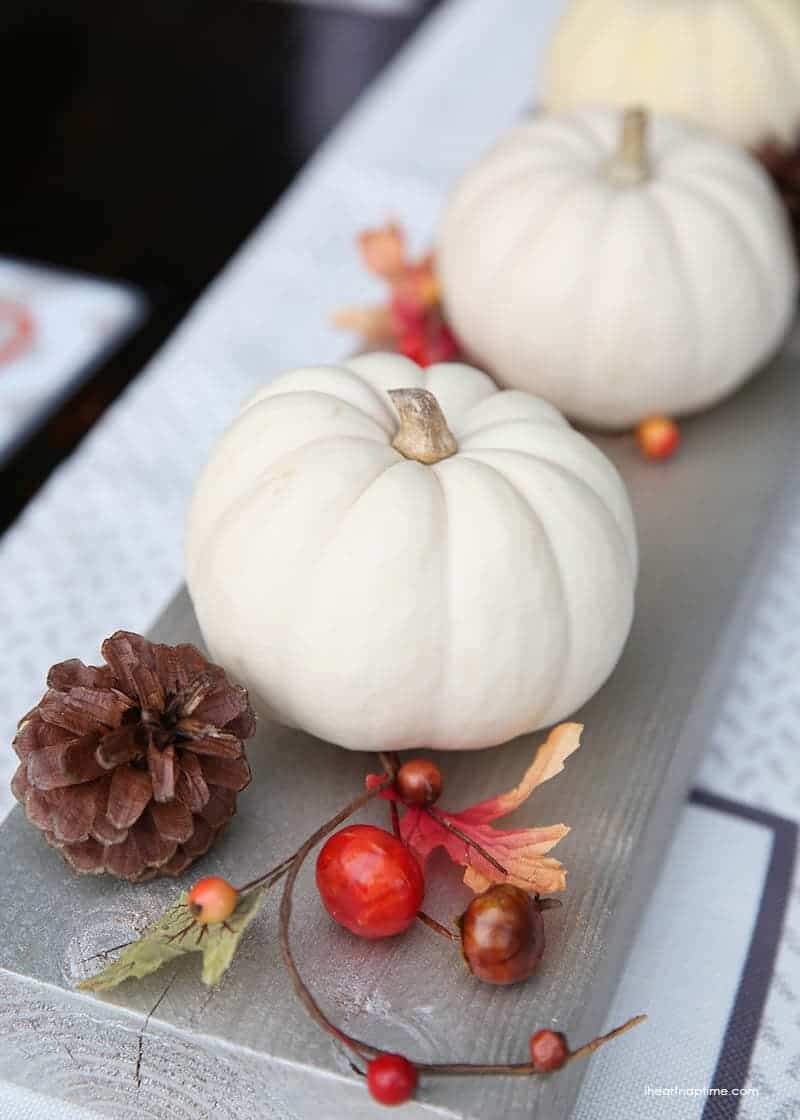 Thanksgiving tablescape + free printables on iheartnaptime.com