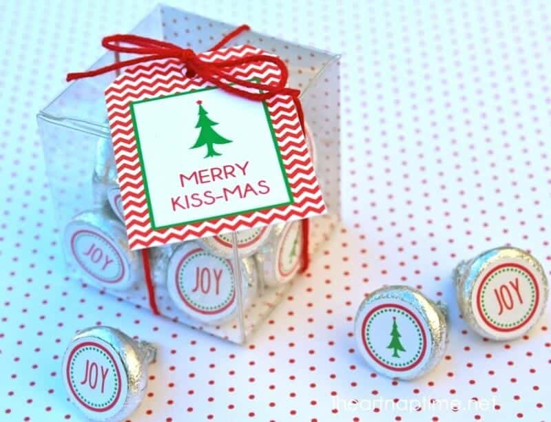 Merry Kissmas plus 12 Free Christmas Printables