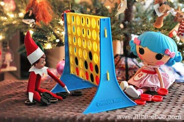 Elf playing connect four