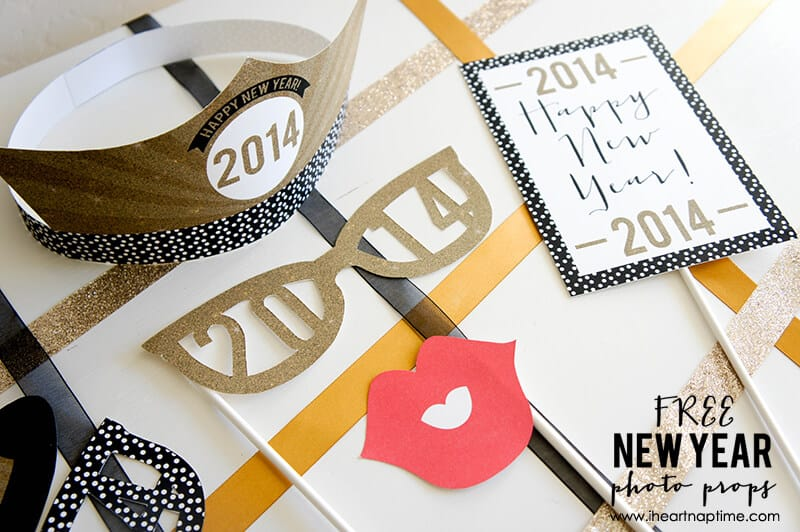 Free Printable New Year Photo Props on www.iheartnaptime.com #photoprops #newyears #freeprintables
