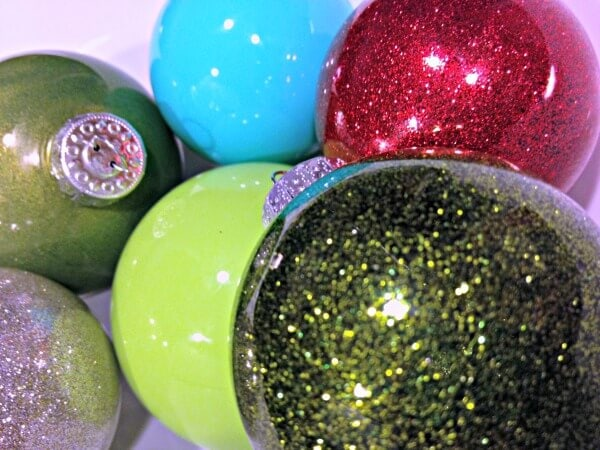 how-to-glitter-and-paint-glass-ornaments