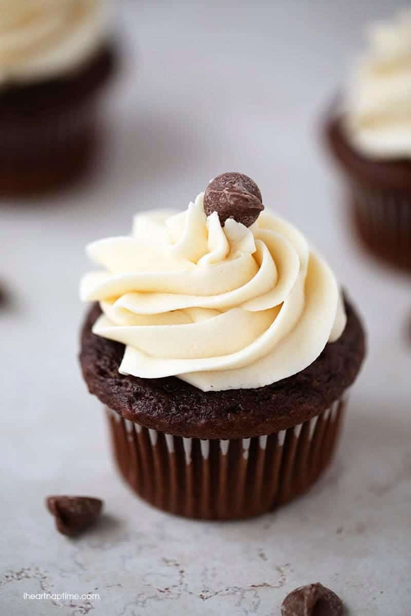 The BEST chocolate cupcakes ever! They are super soft, rich and topped ...