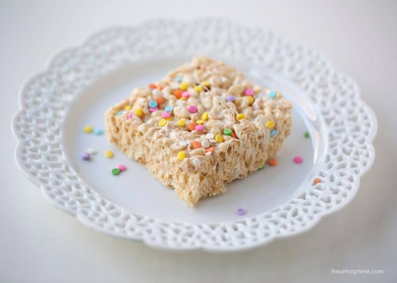 Oooey gooey rice krispie treats jam packed with marshmallows on iheartnaptime.com ...The BEST rice krispie treats!