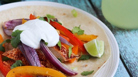 Easy Chicken Fajitas - healthy, simple and delicious chicken fajitas cooked in under 30 minutes!