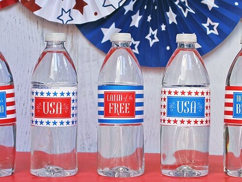 Free printable 4th of July water bottle labels at iheartnaptime.com