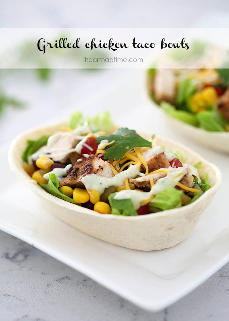 Grilled chicken taco bowls on iheartnaptime.com –a flavorful summer dish that can be made in less than 30 minutes!