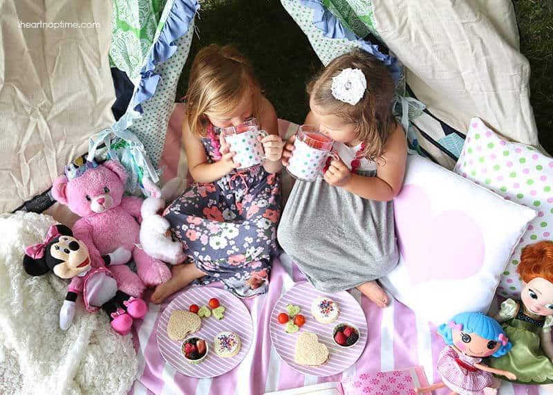 Summer picnic in a teepee ...darling!