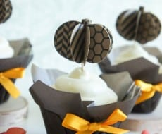 3D Pumpkin Cupcake Toppers on www.iheartnaptime.com #cupcaketoppers #pumpkin #fall