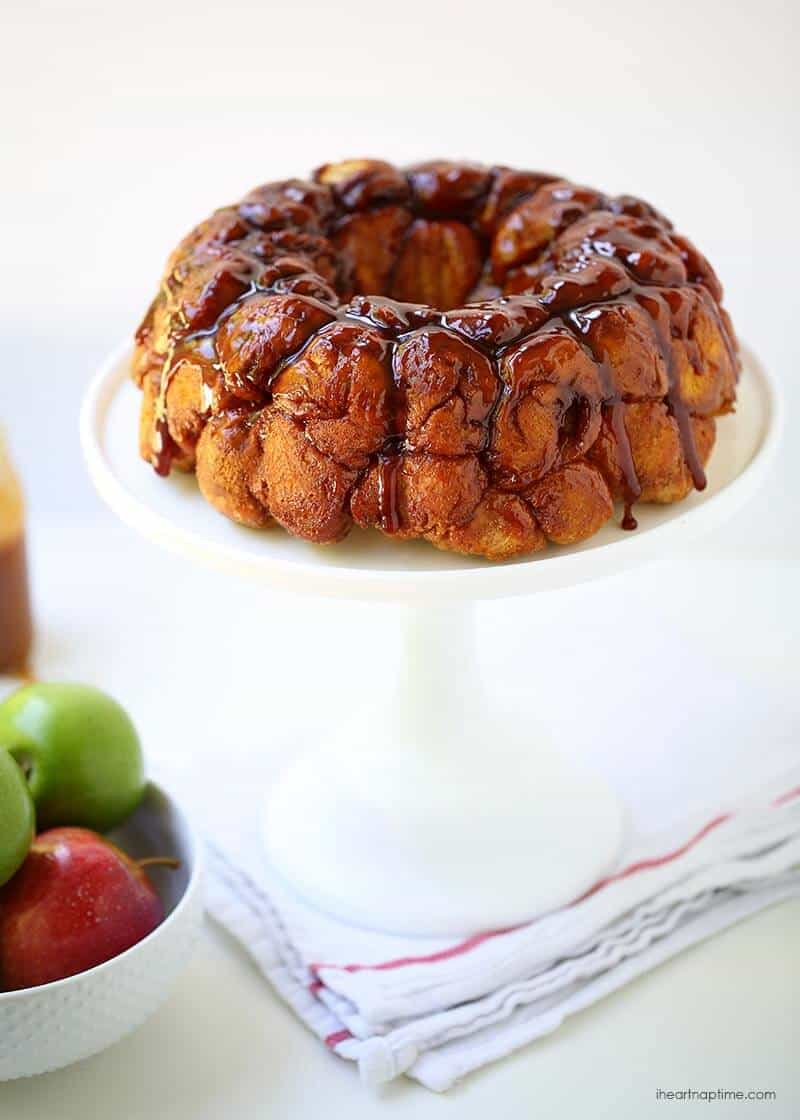 Caramel apple monkey bread recipe -ooey gooey sticky bread filled with cinnamon sugared apples. The perfect fall treat.