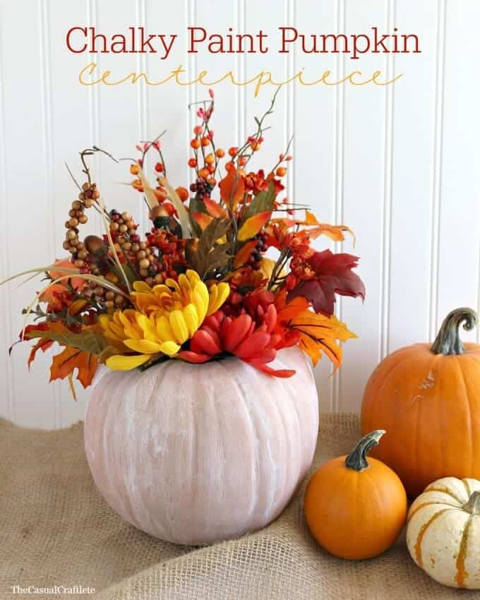 Chalky-Paint-Pumpkin-Centerpiece-from-www.thecasualcraftlete.com_