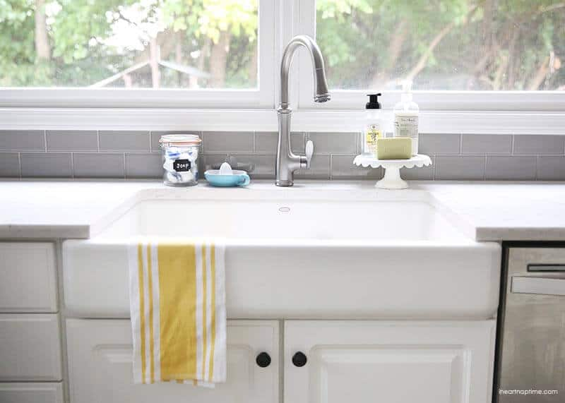 White and grey kitchen makeover on iheartnaptime.com -love the farmhouse sink!