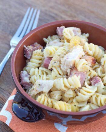 bowl of chicken cordon bleu pasta