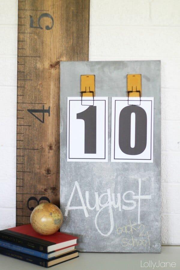 Easy DIY chalkboard calendar