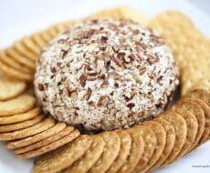 Easy and delicious cream cheese ball