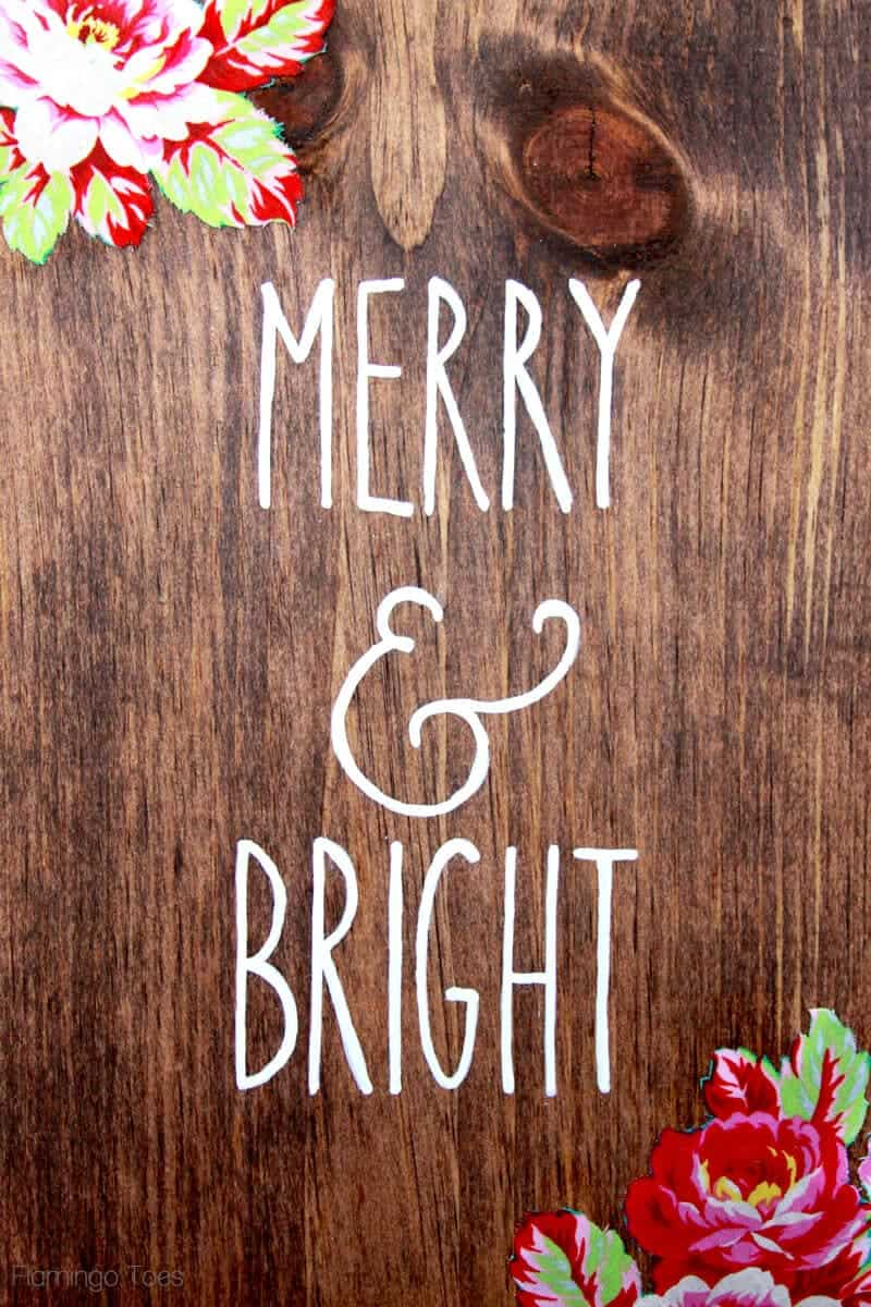 DIY Wood Christmas Sign by Flamingo Toes on iheartnaptime.com