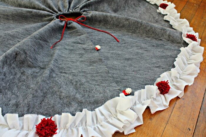 diy-tree-skirt-2h-nwmoe