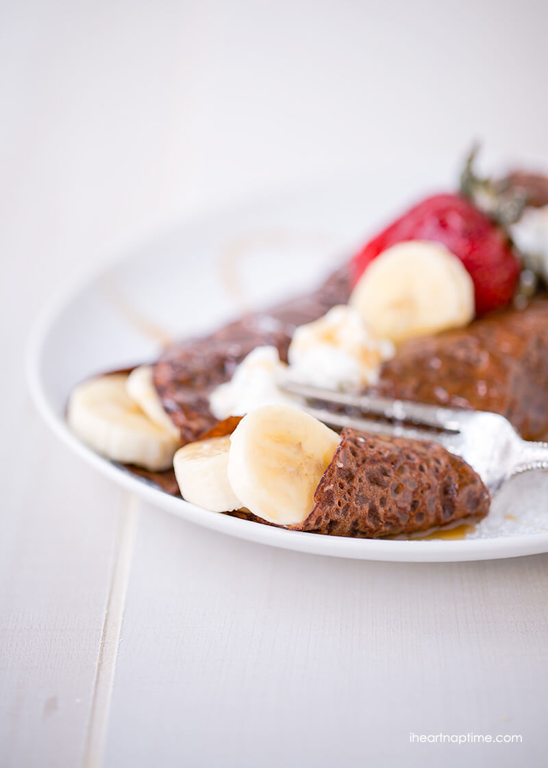 Skinny chocolate crepes on iheartnaptime.net -only 150 calories and absolutely delicious!