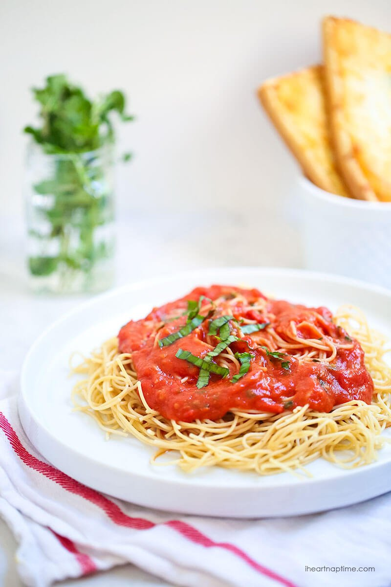 Roasted-garlic-tomato-sauce