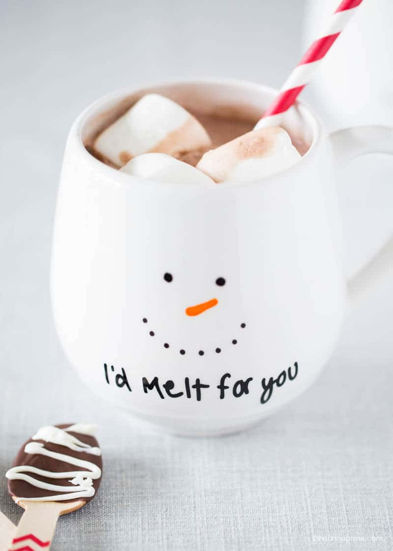 DIY snowman mug gift - get the instructions at iheartnaptime.com