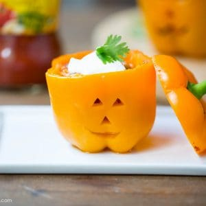 5 Ingredient Chicken Stuffed Bell Peppers - super delicious and done in less than 30 minutes!