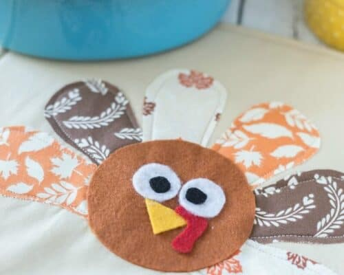 Turkey Pot Holder - the perfect addition to your Thanksgiving table! Featured on iheartnaptime.com