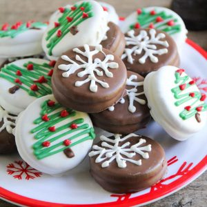 Chocolate Dipped Oreo Snowflakes ...adorable and easy treats the whole family can help make!