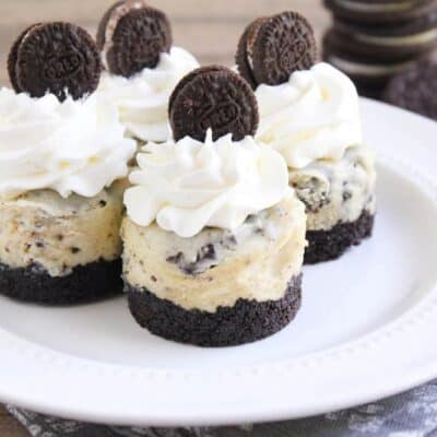 Cookies and Cream Cheesecake on iheartnaptime.com