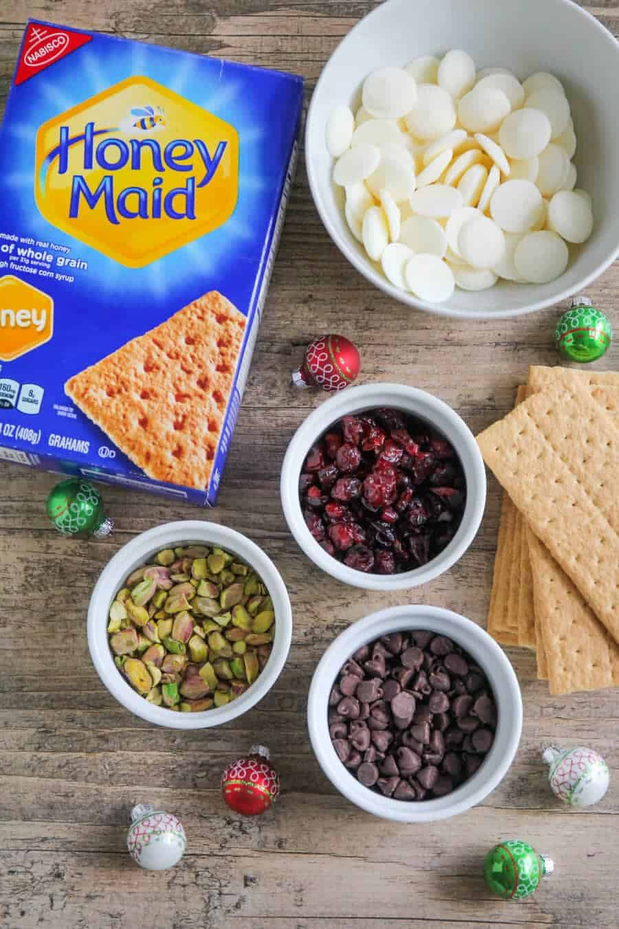 Graham Cracker Holiday Bark - this festive holiday bark is so easy to make using Honey Maid graham crackers! It's delicious and perfect for parties and holiday gift giving!