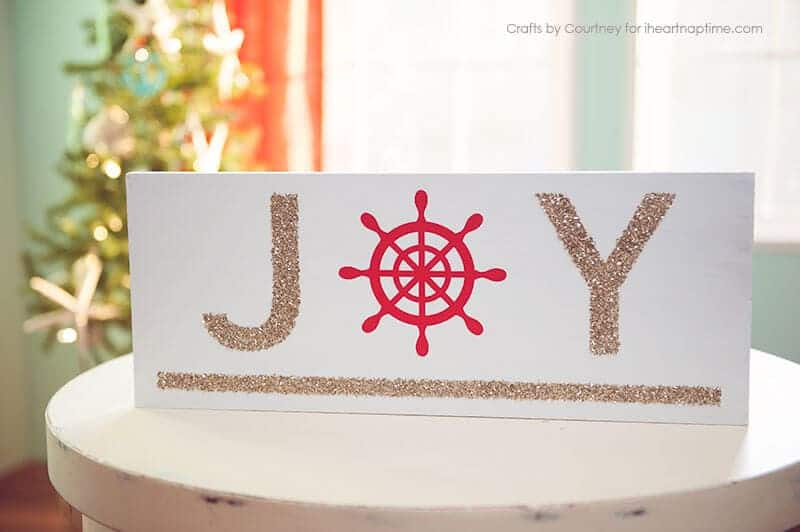 DIY Nautical Christmas Sign - a glittery and beach-y DIY perfect for any home decor!