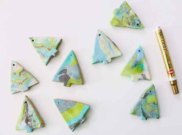 Marbled Salt Dough Ornaments - an easy, family-friendly crafty that features the addition of coloring and marbling dough to create modern and trendy tree ornaments.