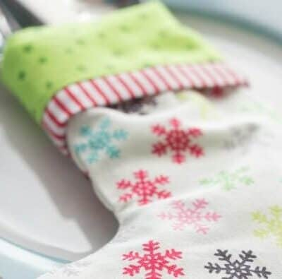 Stocking Utensil Holder - easy, little stockings to dress up any table setting or fill with candies and small trinkets for an adorable gift!