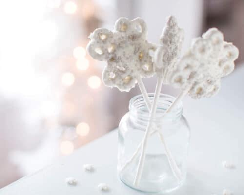 ROLO Snowflake Pretzel Pops - an easy and delicious treat to make for the holidays. Only takes 3 ingredients to make!