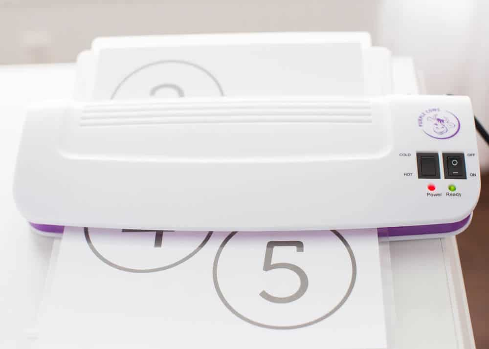 Free Printable Alphabet Circles - perfect for organizing your totes and boxes at home!