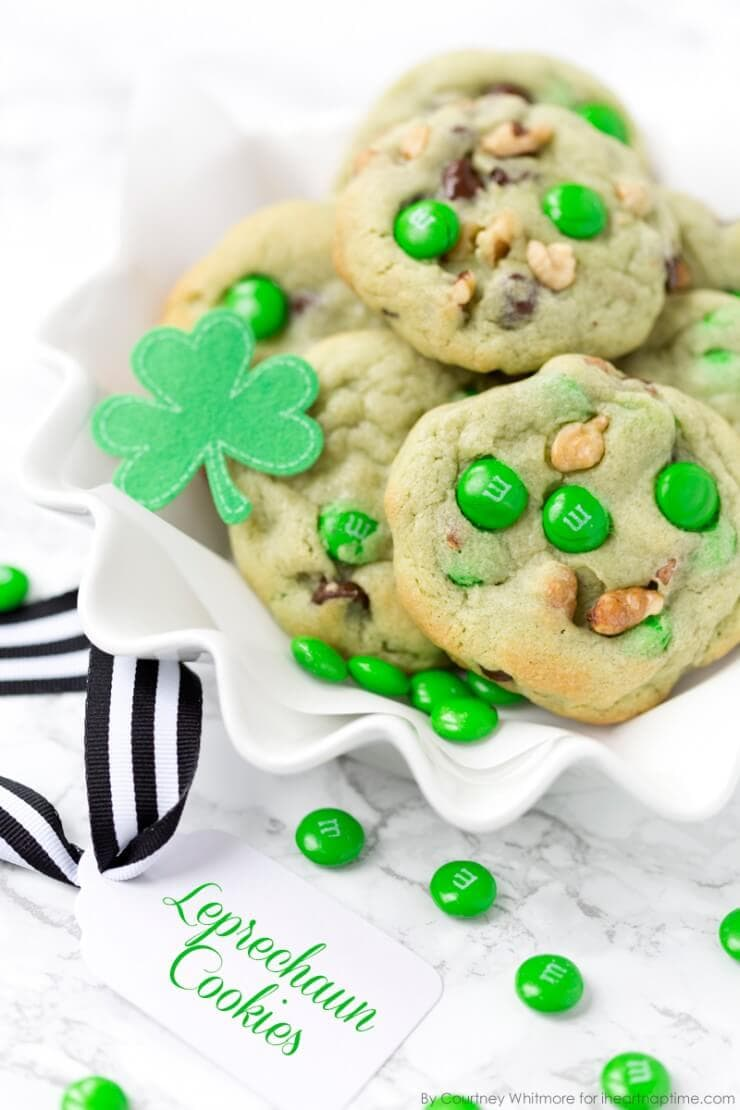 Pistachio and chocolate leprechaun cookies | Top 50 St. Patrick's Day Green Food - have fun with St. Patrick's Day and surprise your family and friends with these fun, festive green recipes!