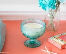 Homemade candles using jars and wax cubes. Super simple DIY craft to make and you can choose your own scent. Would make a nice Mother's Day gift.